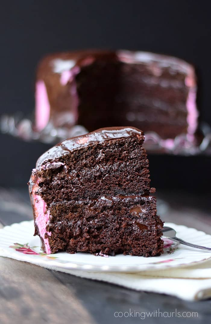 Raspberry Fudge Cake Slice | cookingwithcurls.com