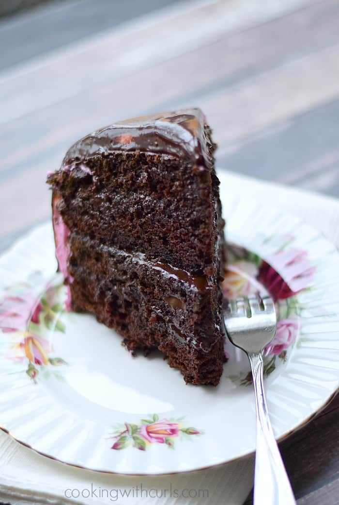 Raspberry Fudge Cake - grab a fork, you know you want it | cookingwithcurls.com