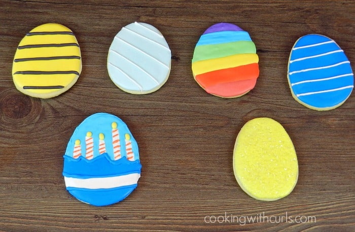 Use your Royal Icing #1 to decorate sugar cookies in any design that you can think up! cookingwithcurls.com
