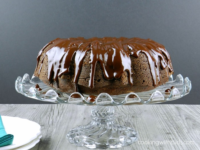 Chocolate Peppermint Cream Cheese Bundt Cake | cookingwithcurls.com #cocktailcake