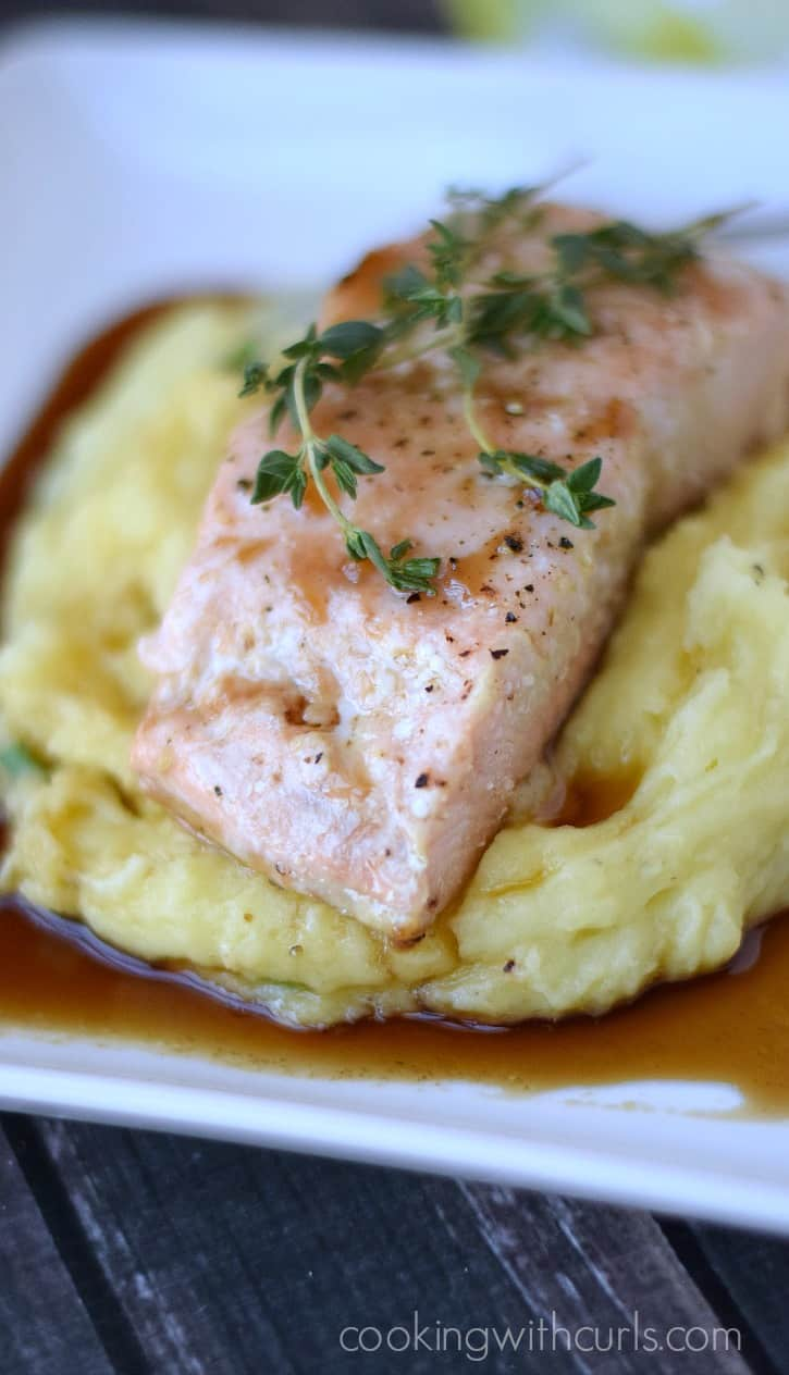 Guinness Glazed Salmon with perfect mashed potatoes is a quick weeknight meal that the whole family will enjoy | cookingwithcurls.com
