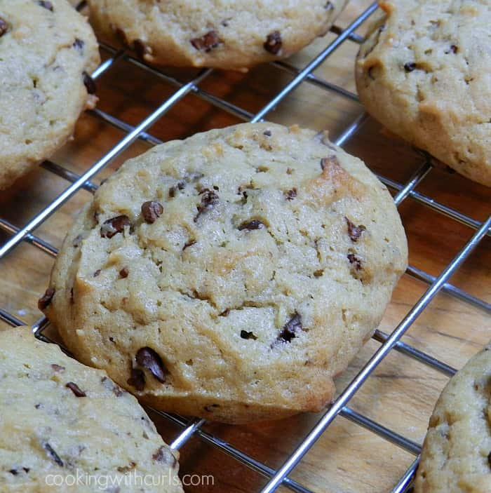 Chunky Monkey Cookies | cookingwithcurls.com | #banana #cocoanibs