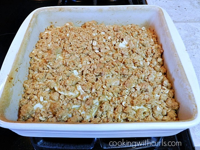 Apple Crisp baked cookingwithcurls.com