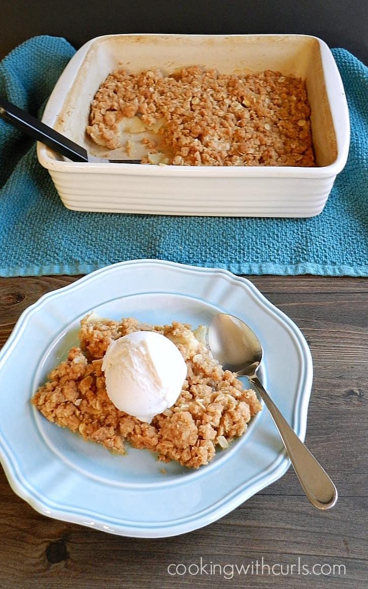 Old-fashioned Apple Crisp | cookingwithcurls.com