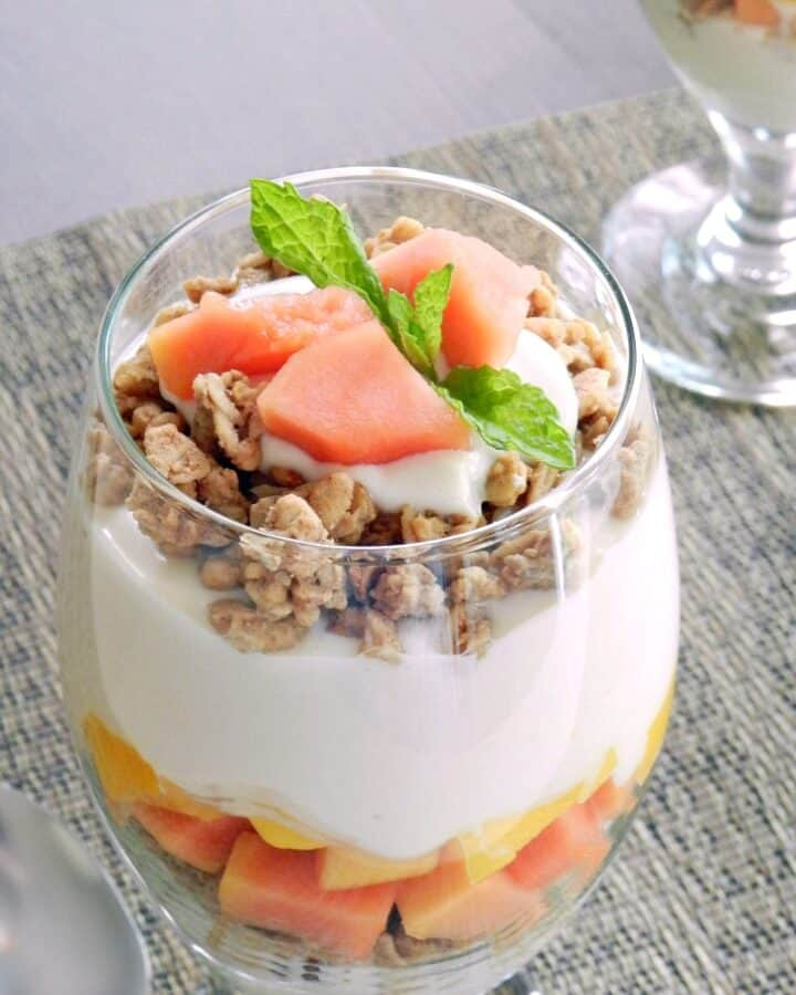 Start your morning off with this luscious Papaya Mango Parfait with Greek yogurt, granola, honey, and of course chunks of papaya and mango! cookingwithcurls.com