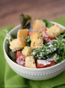 A delicious Dinner Salad with crunchy garlic croutons! cookingwithcurls.com