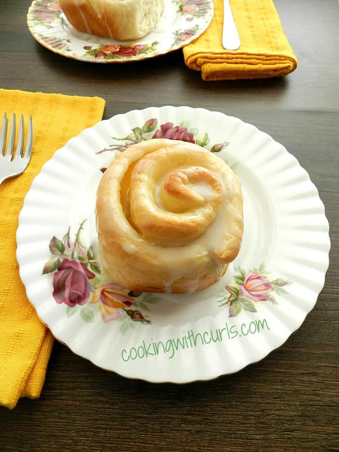 Lemon Sweet Rolls by cookingwithcurls.com