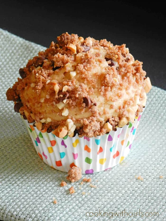 These Peanut Butter Chocolate Muffins are packed with flavor and the perfect breakfast treat! cookingwithcurls.com