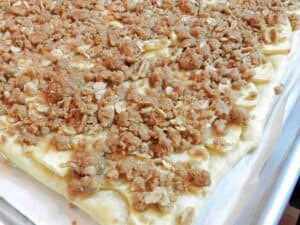 Apple Streusel Pizza baked cookinwithcurls.com