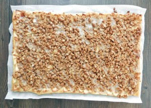 Apple Streusel Pizza full cookingwithcurlsc.om