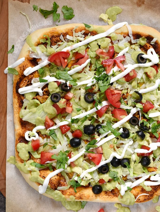 Chicken Enchilada Pizza is the perfect meal! Bread, protein, fruits, dairy and vegetables are all covered. cookingwithcurls.com