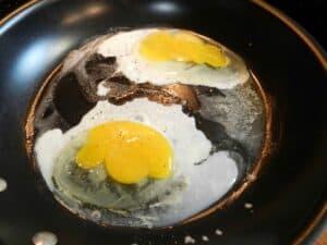 huevos rancheros fry cookingwithcurls.com
