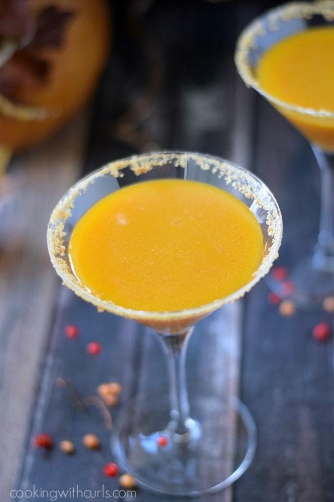 Pumpkintini | cookingwithcurls.com | #cocktail
