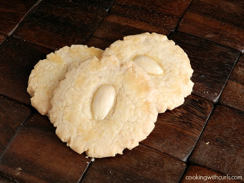 Almond Cookies cookingwithcurls.com