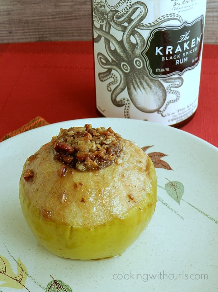 Spiced Rum Baked Apples | cookingwithcurls.com | #falldesserts
