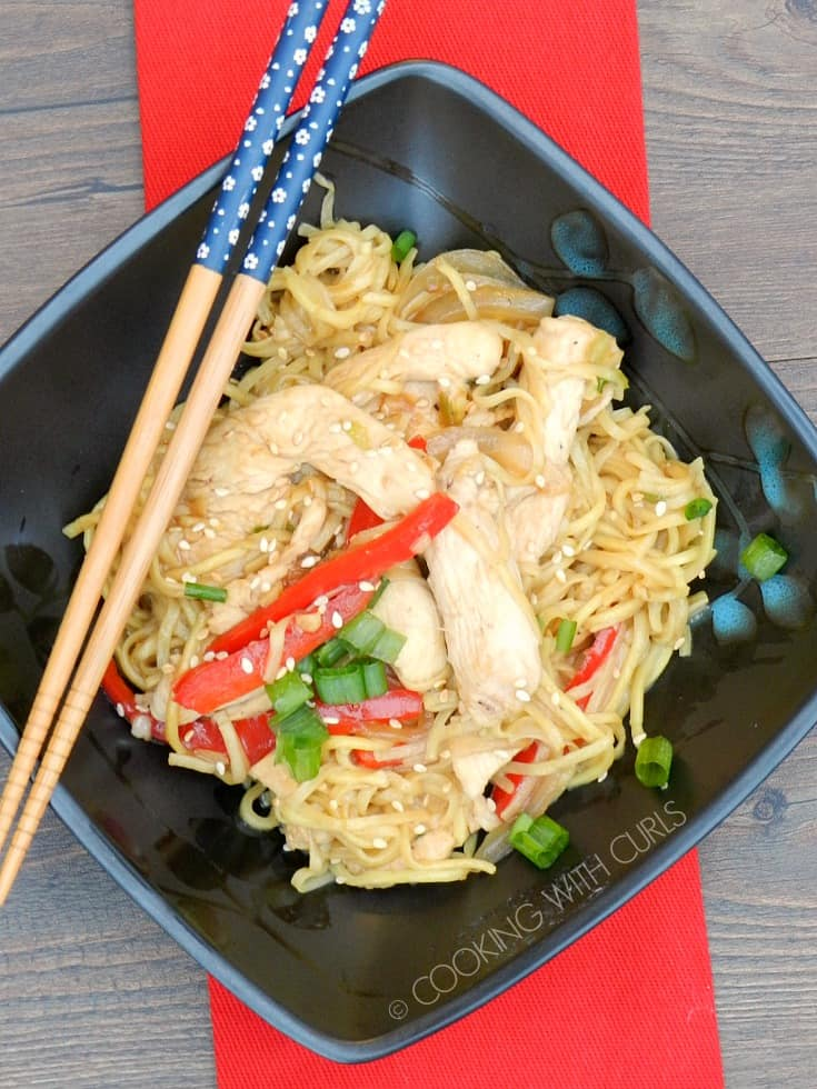 This Chicken Chow Mein with noodles and crispy vegetables is easy enough for weeknight meals and guaranteed to keep the family happy!! © COOKING WITH CURLS