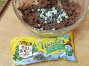 Chocolate Peppermint Cookies chips cookingwithcurls.com