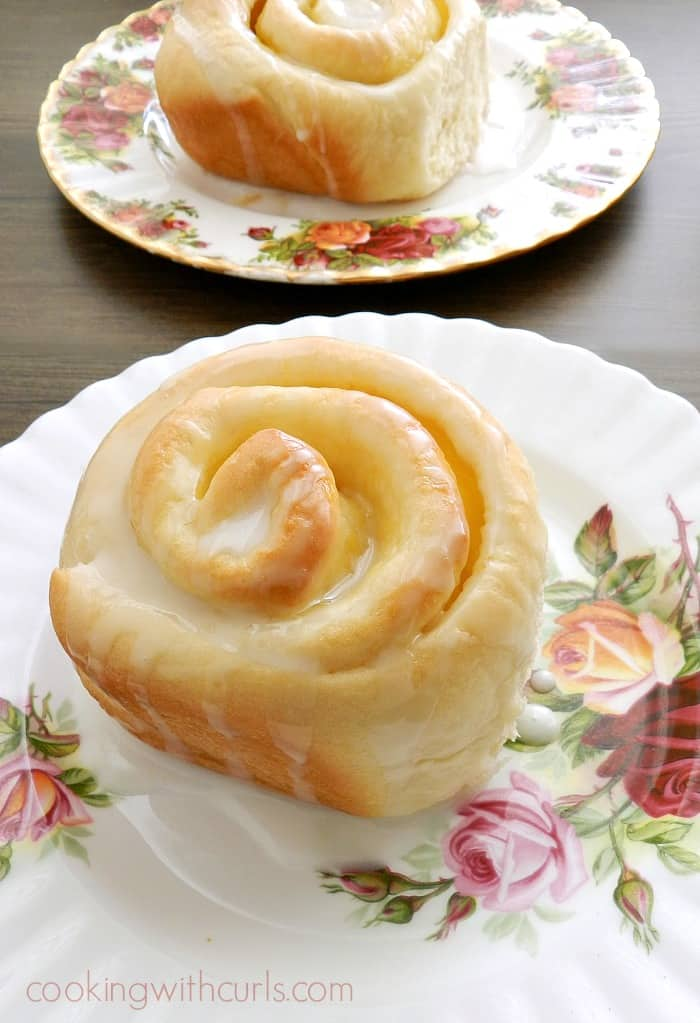 These delicious Lemon Curd Sweet Rolls are a perfect pick me up with their tangy filling and sweet glaze! cookingwithcurls.com