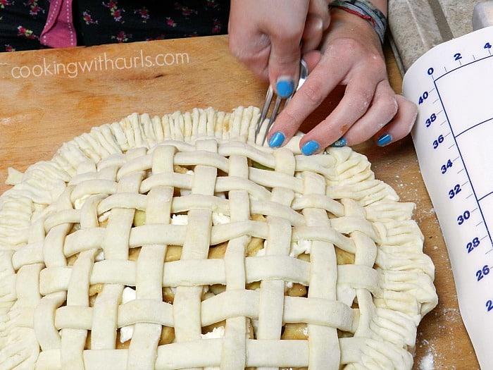 Lattice Top Apple Pie fork cookingwithcurls.com