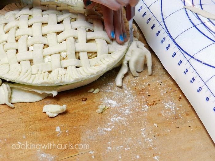 Lattice Top Apple Pie trim cookingwithcurls.com