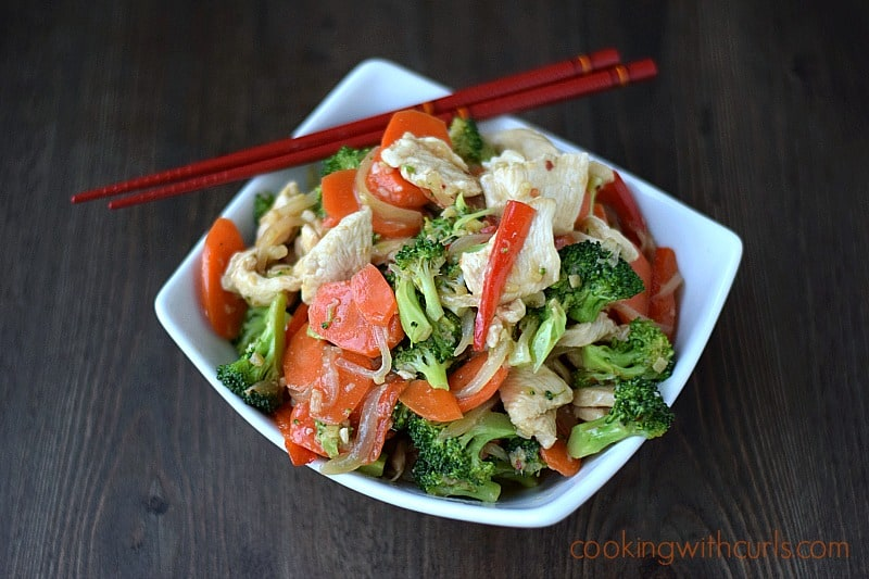 Paleo Chicken Stir Fry by cookingwithcurls.com #cleaneating #healthy
