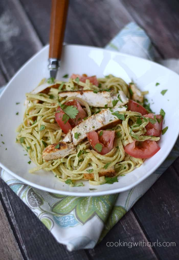 Guacamole Linguine with Chicken | cookingwithcurls.com | #cleaneatingchallenge