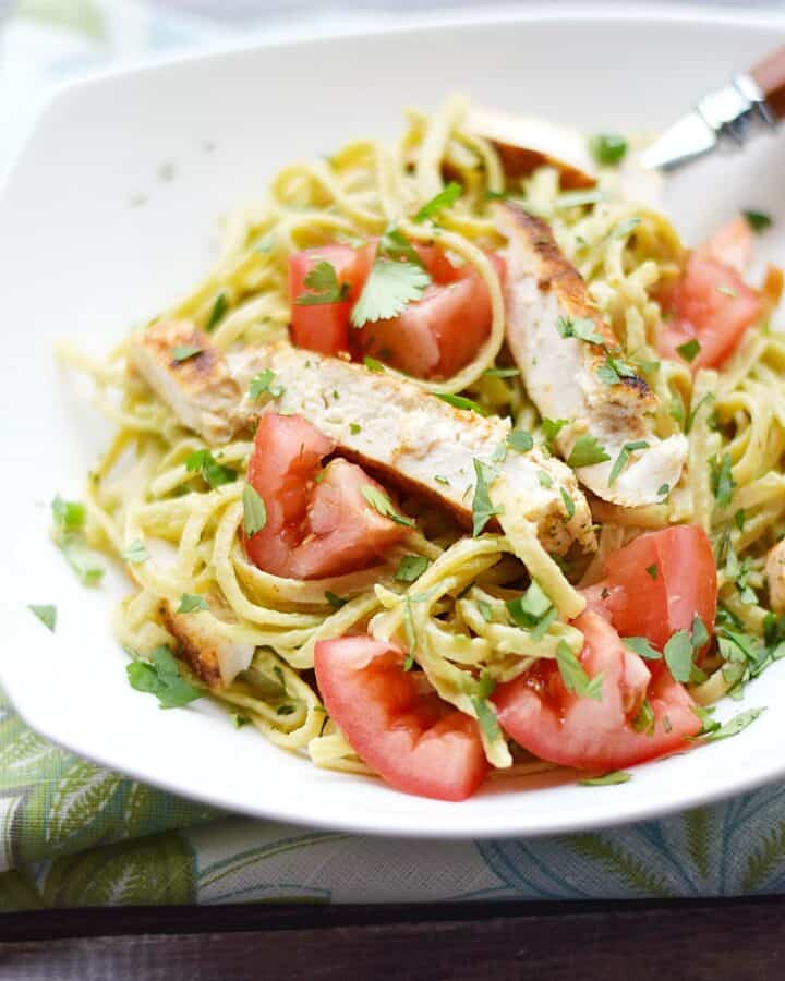 This light and healthy Guacamole Linguine is the perfect, quick weeknight meal | cookingwithcurls.com
