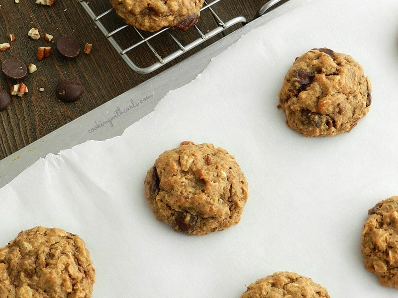 Chocolate Chi Oatmeal Pecan Cookies | cookingwithcurls.com | #vegan