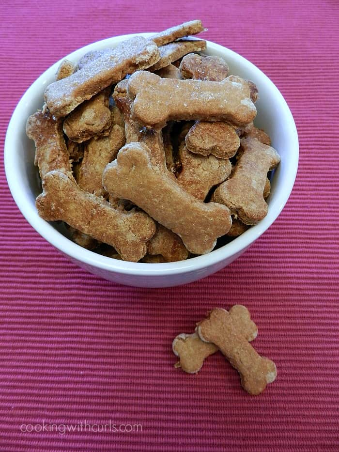 Peanut Butter and Banana Dog Biscuits | cookingwithcurls.com