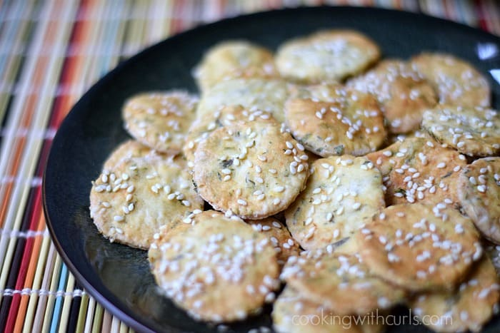 Sesame Crackers | cookingwithcurls.com | #Greek