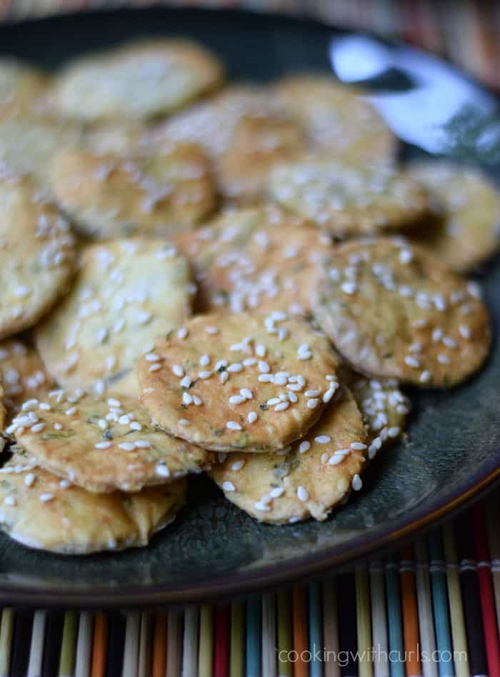 Sesame Crackers | cookingwithcurls.com