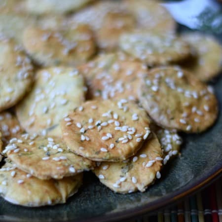 Sesame Crackers | cookingwithcurls.com