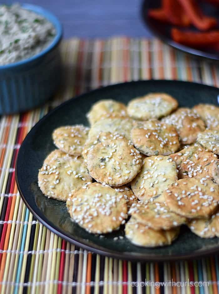Sesame Crackers - perfect with dips and soups | cookingwithcurls.com