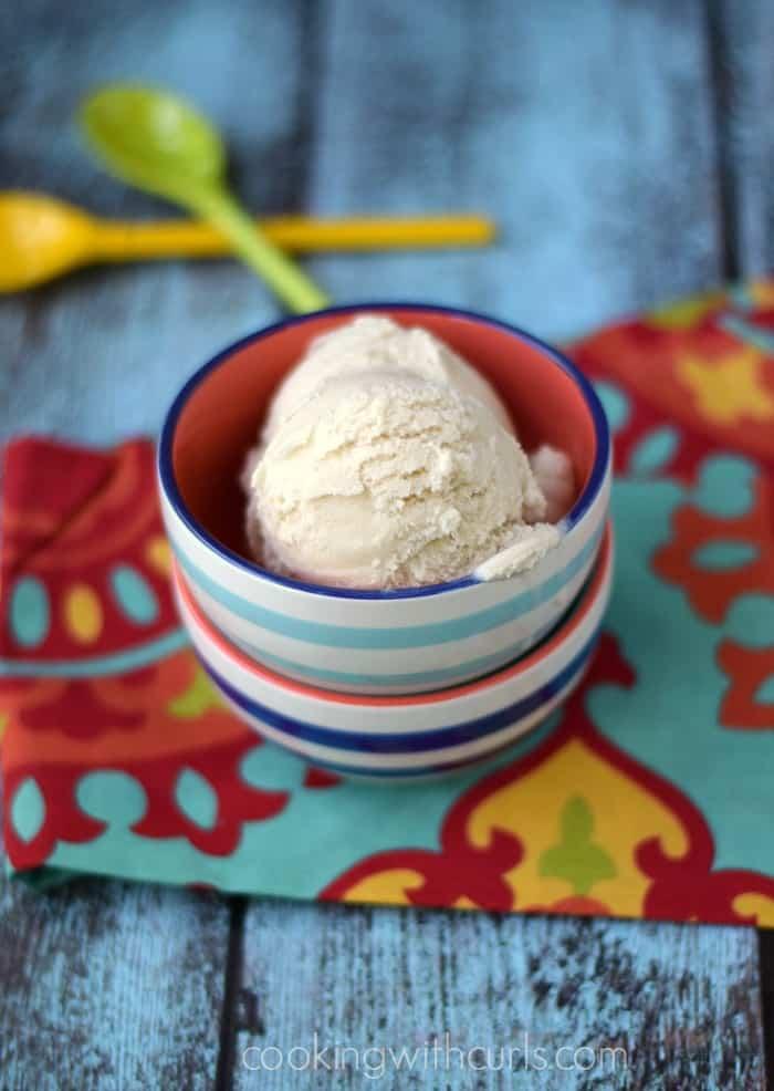 Vanilla Ice Cream {dairy-free} | cookingwithcurls.com | #vegan #paleo