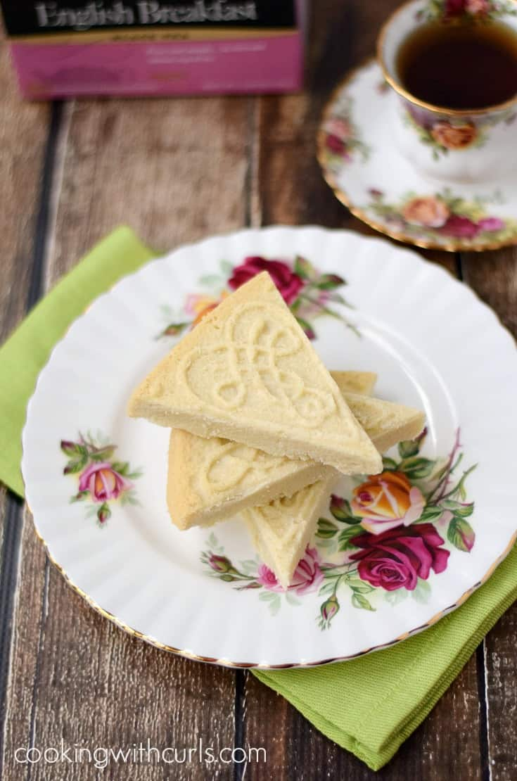 This Traditional Shortbread is simple to make, there are only 3 ingredients, and loaded with flavor | cookingwithcurls.com #ad