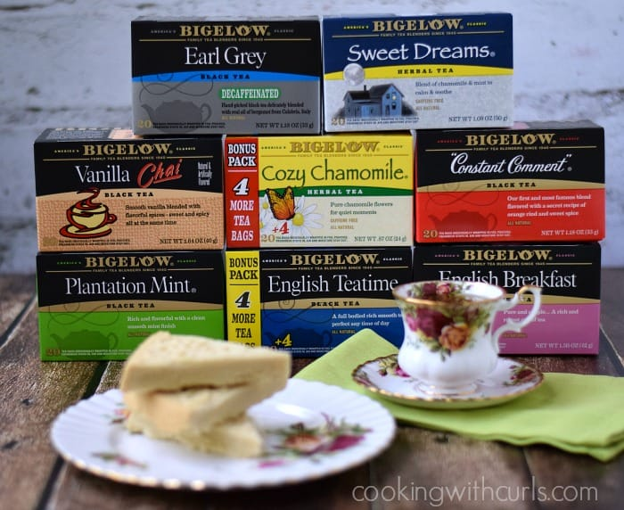Traditional Shortbread and Bigelow Tea | cookingwithcurls.com | #TrendTea #shop
