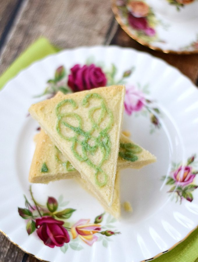 Traditional Shortbread with decorating instructions | cookingwithcurls.com #ad