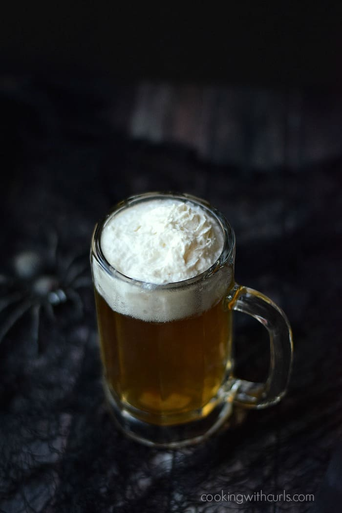Butter Beer Cocktail | cookingwithcurls.com | #harrypotter #party