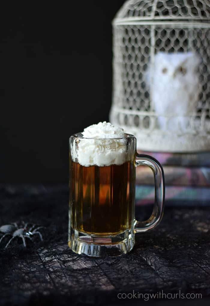 Butter Beer Cocktail | cookingwithcurls.com