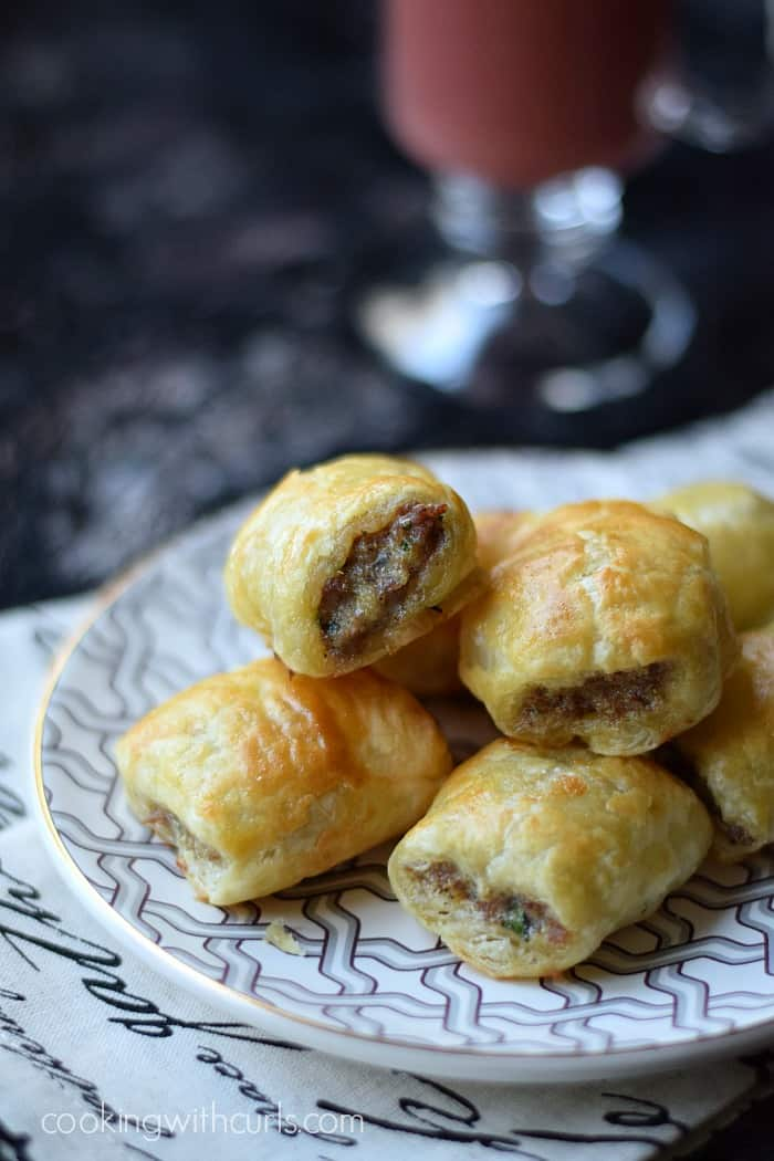 Puff Pastry Sausage Rolls | cookingwithcurls.com | #partyfoods # ...