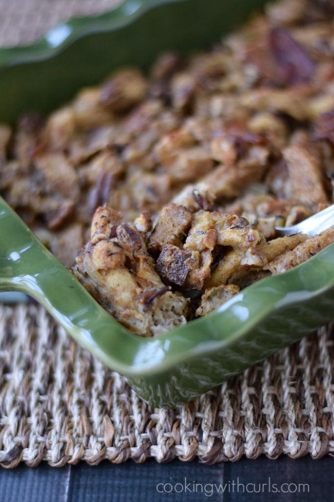 Bacon Pecan Stuffing | cookingwithcurls.com