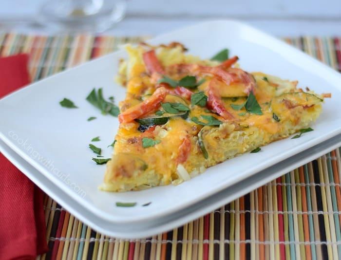 Breakfast Pizza with Hash Brown Crust   cookingwithcurls.com   #breakfastfordinner