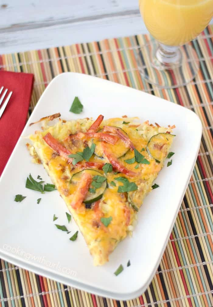 Breakfast Pizza with Hash Brown Crust is a delicious breakfast meal! cookingwithcurls.com #ad #TimetoBelive #CleverGirls