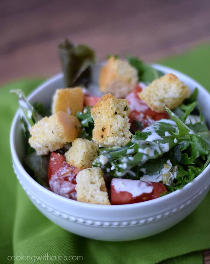 Dinner Salad with Crunchy Garlic Croutons | cookingwithcurls.com