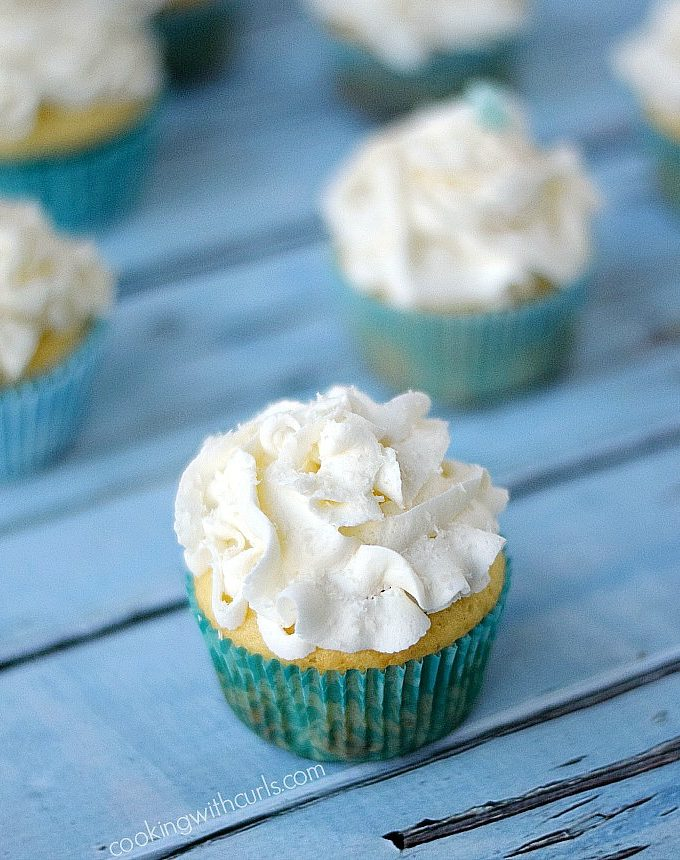Light and delicious White Chocolate Champagne Cupcakes are fancy cupcakes that are perfect for any occasion | cookingwithcurls.com