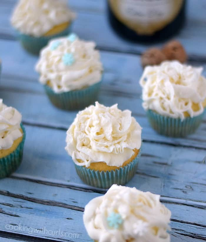 White Chocolate Champagne Cupcakes | cookingwithcurls.com #happynewyear