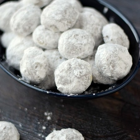 Chocolate Mint Truffle Snowballs | cookingwithcurls.com | #fbcookieswap
