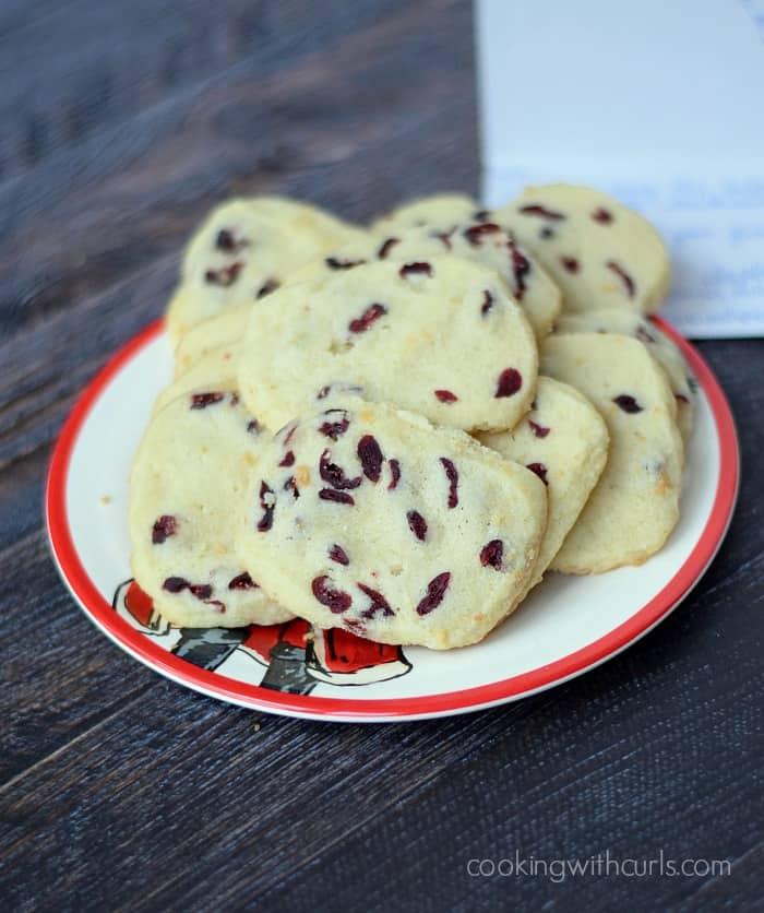 Cranberry Vanilla Shortbread Cookies | cookingwithcurls.com