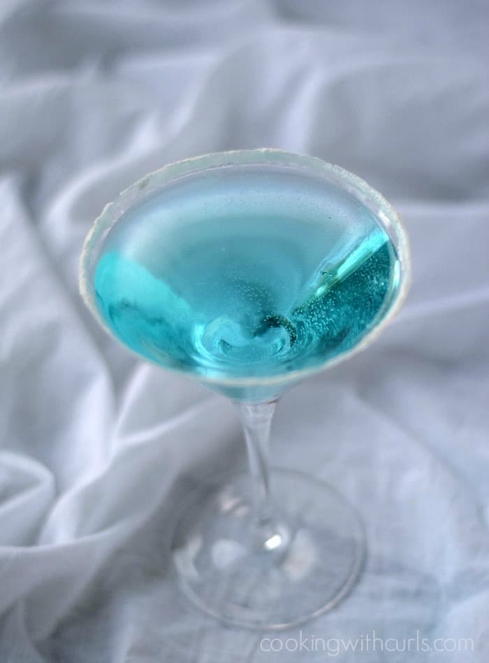 FROZEN inspired cocktail | cookingwithcurls.com #movieinspired