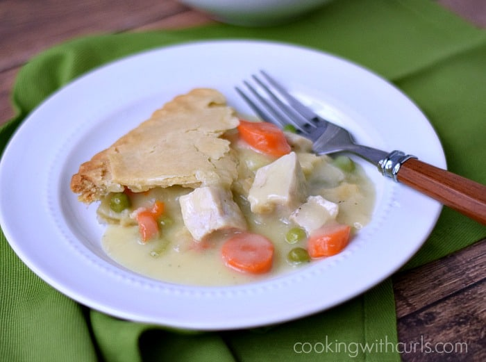 Marie Callender's Family Size Chicken Pot Pie | cookingwithcurls.com | #Ad #PotPiePlease